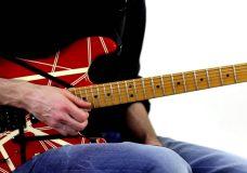 Урок игры на гитаре тэппинг