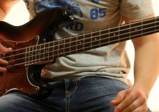 Как играть на бас гитаре Дурак и молния — Король и шут ( видеоурок Guitar riffs) табы
