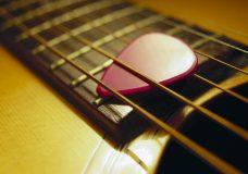 Как выбрать медиатор для гитары