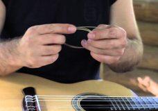 Уроки гитары 10. Как менять нейлоновые струны для гитары