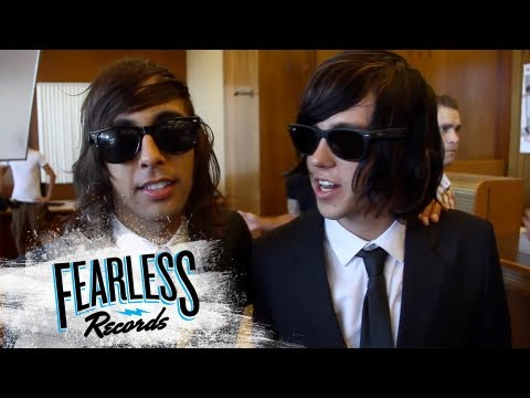 Pierce The Veil - Behind The Scenes of 'King For A Day'