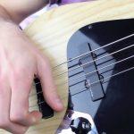 Как правильно глушить струны правой рукой